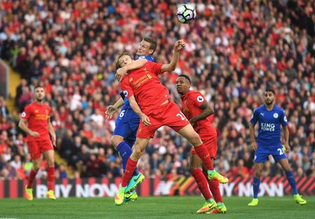 Bravo, Mkhitaryan lot doi hinh te nhat vong 4 Premier League - Anh 5