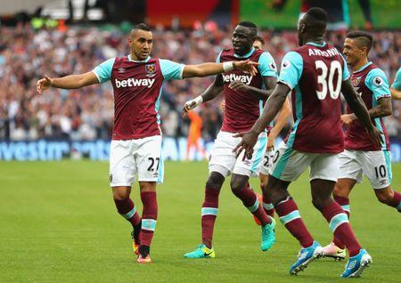 Bravo, Mkhitaryan lot doi hinh te nhat vong 4 Premier League - Anh 7
