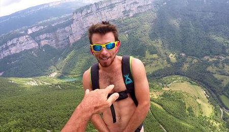 Chang trai khoa than nhay tu do cao 1.000 m mung sinh nhat - Anh 1