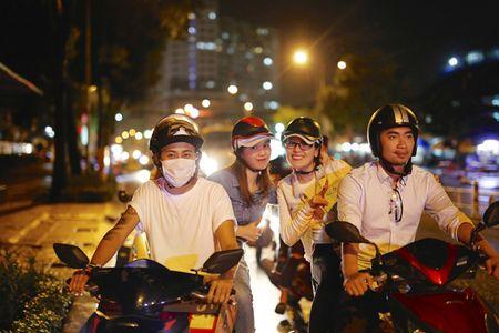 Ngoc Trinh, Phuong Le tang qua trung thu cho nguoi vo gia cu - Anh 1