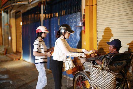 Ngoc Trinh, Phuong Le tang qua trung thu cho nguoi vo gia cu - Anh 7