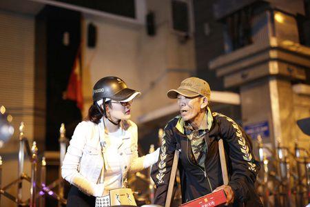 Ngoc Trinh, Phuong Le tang qua trung thu cho nguoi vo gia cu - Anh 8
