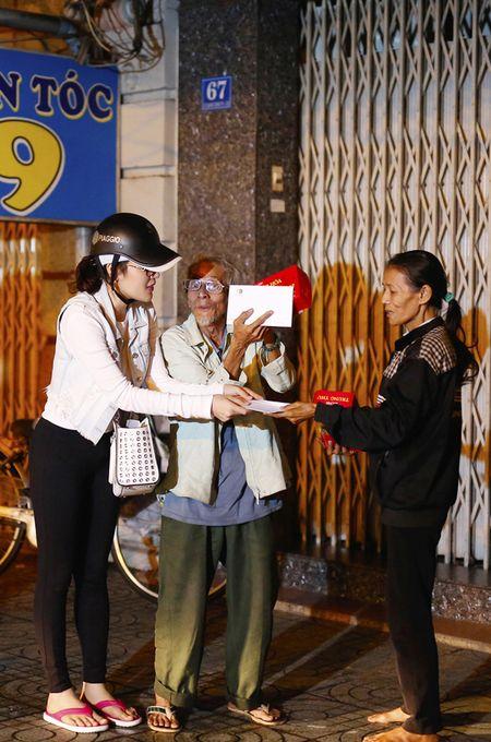 Ngoc Trinh, Phuong Le tang qua trung thu cho nguoi vo gia cu - Anh 9