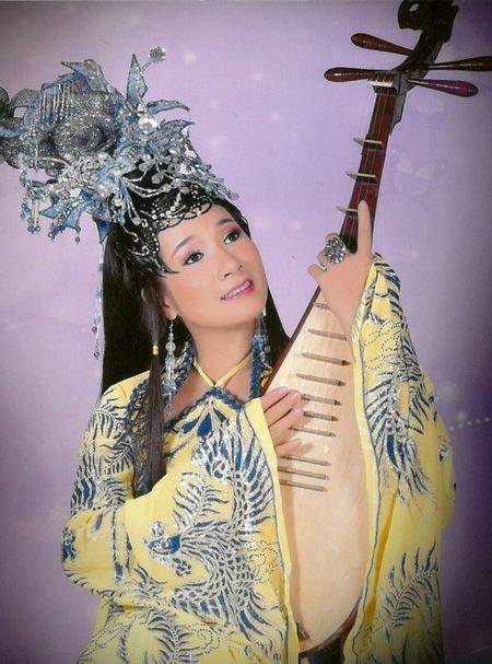 Thanh Thanh Hien 2 chong, 10 con thi Xuan Hinh van yeu - Anh 1