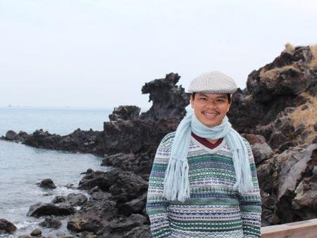 Dao dien Hoang Duan: Sang My cat co de viet 'Cali mua hoa vang' - Anh 1