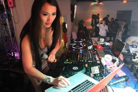 DJ sexy nhat chau A Angie Vu Ha ket hop voi DJ nong bong Leng Yein - Anh 2