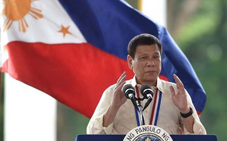 Ong Duterte: Luc luong My chi lam xung dot o Philippines them toi te - Anh 1