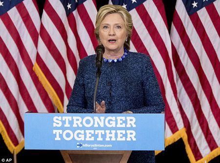 Nhung cau hoi 'nhuc nhoi' trong vu be boi email cua ba Clinton - Anh 1