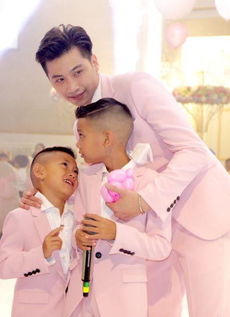 Hoa hau Ha Kieu Anh mo tiec mung thoi noi con gai nho - Anh 2