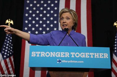 Chum anh ung vien Hillary Clinton truoc 'con bao email' - Anh 1