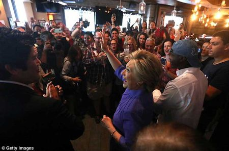 Chum anh ung vien Hillary Clinton truoc 'con bao email' - Anh 7