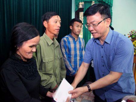 Bo truong Bo Tu phap ho tro nhan dan vung lu hai tinh Quang Binh va Ha Tinh - Anh 5