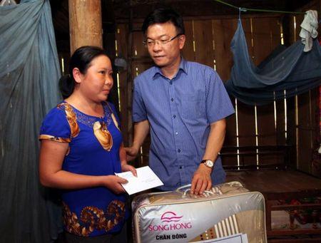 Bo truong Bo Tu phap ho tro nhan dan vung lu hai tinh Quang Binh va Ha Tinh - Anh 9