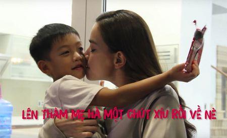 Clip: Con trai bi mat gay bat ngo, Ho Ngoc Ha xuc dong hon Subeo - Anh 5