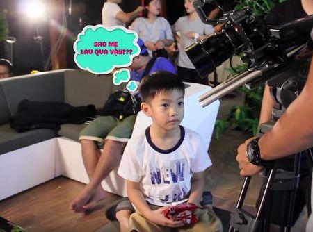 Clip: Con trai bi mat gay bat ngo, Ho Ngoc Ha xuc dong hon Subeo - Anh 8
