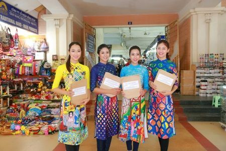 Hoa hau My Linh, A hau Thanh Tu nhay flashmob cung hang nghin ban tre - Anh 8