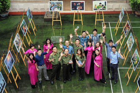 Trong 'the gioi phang', tai sao cang phai 'Nhan van - Tin cay - Kip thoi' - Anh 2