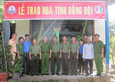 Dai hoc ANND trao nha nghia tinh dong doi tai Dong Thap - Anh 1