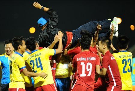 HLV Sanna Khanh Hoa cung bat ngo sau khi quat nga U.21 HAGL - Anh 2