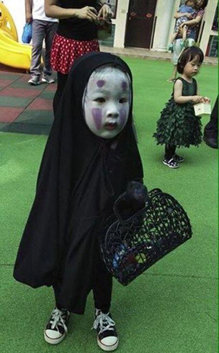 Chan dung be gai hoa trang Halloween hot nhat mang xa hoi - Anh 2