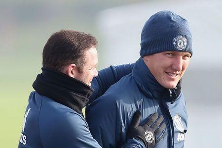 Soc: Mourinho goi Bastian Schweinsteiger len tap cung doi hinh mot - Anh 2