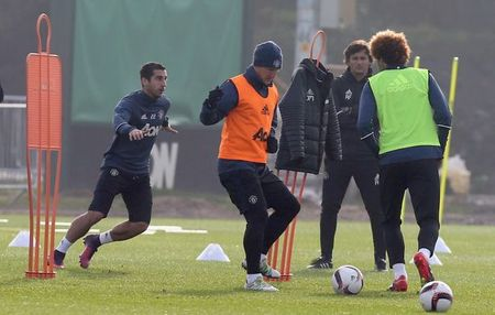 Soc: Mourinho goi Bastian Schweinsteiger len tap cung doi hinh mot - Anh 3