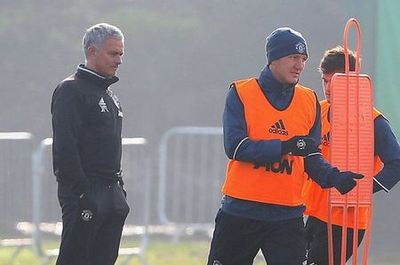 Soc: Mourinho goi Bastian Schweinsteiger len tap cung doi hinh mot - Anh 4