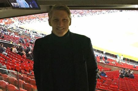 Soc: Mourinho goi Bastian Schweinsteiger len tap cung doi hinh mot - Anh 5