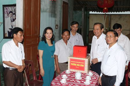 Pho Thu tuong Thuong truc kiem tra cong tac boi thuong thiet hai tai Ha Tinh - Anh 3