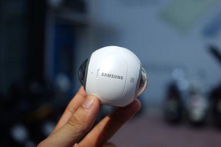 Can canh Samsung camera Gear 360 gia 7 trieu dong - Anh 2