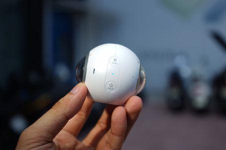 Can canh Samsung camera Gear 360 gia 7 trieu dong - Anh 3