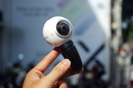 Can canh Samsung camera Gear 360 gia 7 trieu dong - Anh 7
