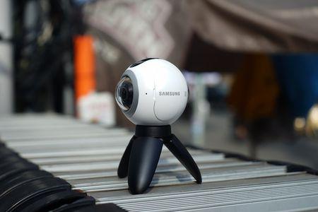 Can canh Samsung camera Gear 360 gia 7 trieu dong - Anh 8