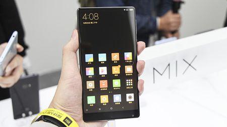Cham vuot Xiaomi Mi MIX - smartphone khong vien cuc sexy - Anh 1