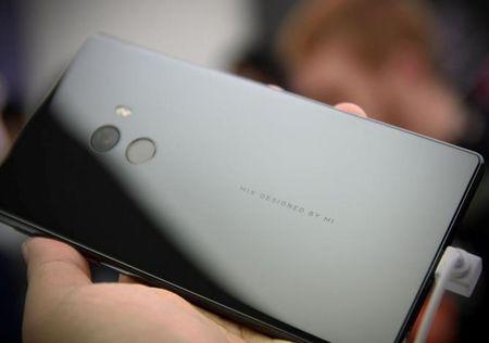 Cham vuot Xiaomi Mi MIX - smartphone khong vien cuc sexy - Anh 9
