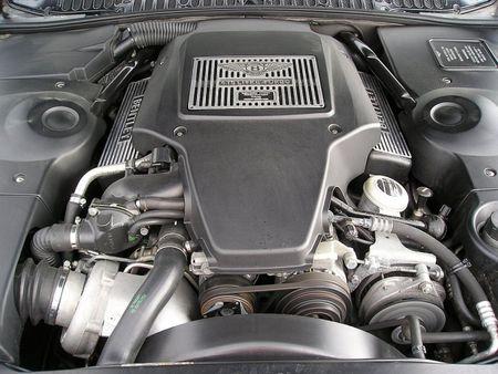 Dong co W12 cua Bentley duoc lap rap nhu the nao? - Anh 1