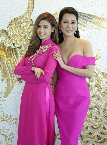 Trang phuc ton duong cong cua MC Ky Duyen o tuoi 50 - Anh 9