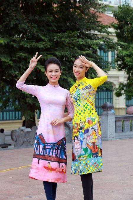 Dan Hoa hau, A hau cung nhay flashmob gay 'nao loan' Ho Guom sang som - Anh 7