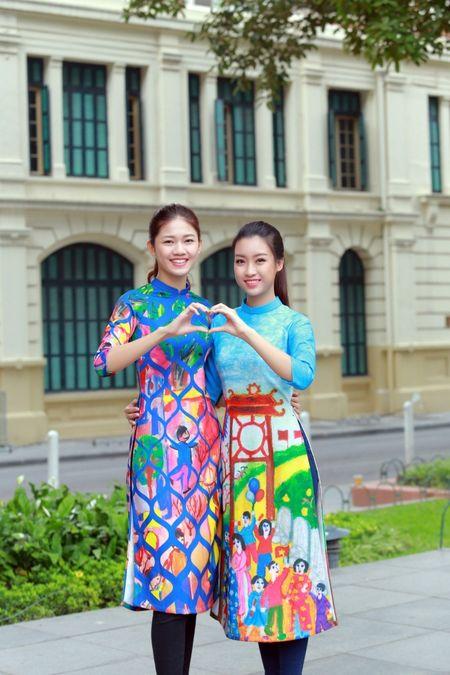 Dan Hoa hau, A hau cung nhay flashmob gay 'nao loan' Ho Guom sang som - Anh 8