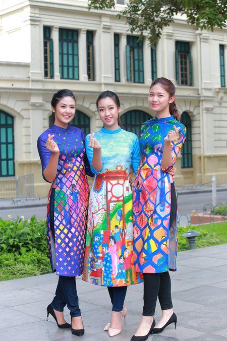 Dan Hoa hau, A hau cung nhay flashmob gay 'nao loan' Ho Guom sang som - Anh 9