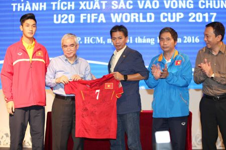U.19 Viet Nam duoc chao don nhu nhung nguoi hung - Anh 7