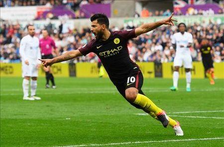 """O Premier League chi co 1 cau thu dang cap the gioi"" - Anh 2"