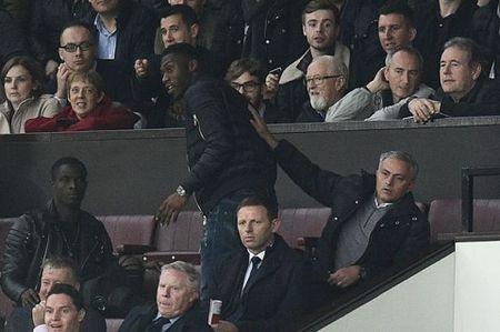 Tiet lo: Mourinho gap truc tiep va chuc mung cac cau thu Burnley - Anh 1