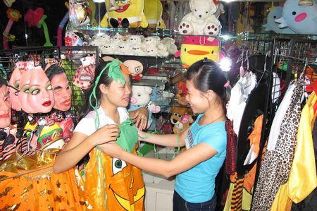 Ngay Halloween: Coi chung bo via, mat na 'ma quai' dinh chat gay ung thu - Anh 2