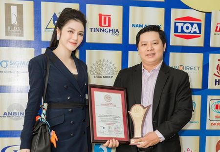 Cong ty Ly Nha Ky nhan chung nhan QMix 100 va Top Brands 2016 - Anh 1