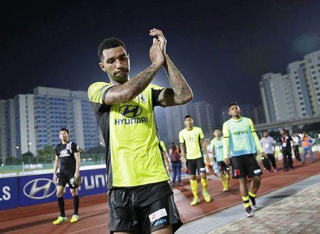 'Co Messi den cung khong cuu noi S-League' - Anh 1