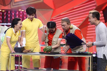 Thanh Duy om Truong Giang bat khoc nhu mua trong game show - Anh 11
