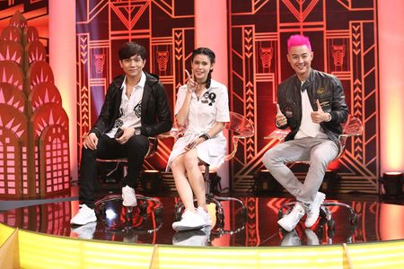 Thanh Duy om Truong Giang bat khoc nhu mua trong game show - Anh 1