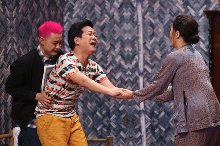 Thanh Duy om Truong Giang bat khoc nhu mua trong game show - Anh 4