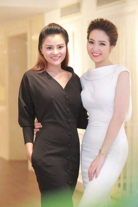 Vu Thu Phuong dep man ma voi vong mot goi cam - Anh 6